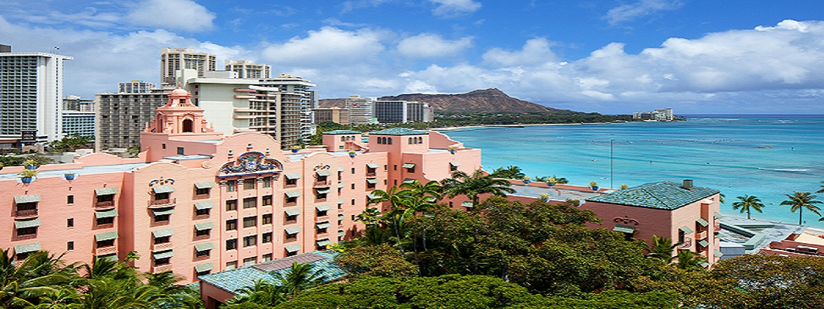 Stay at The Royal Hawaiian, Waikiki to receive the 4th night free!