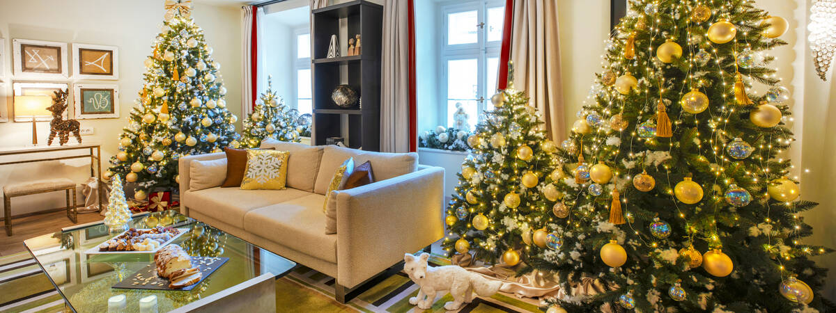 Enjoy sparkles decoration of luminous Christmas Suite for families or Christmas Room for couples with personalized present under the tree.
